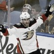 Adam Henrique firma extensión con los Anaheim Ducks