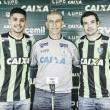 América-MG apresenta volantes David e Neto Moura; reforços já podem estrear contra Luverdense