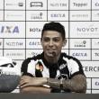 """Motivado, meia Renatinho é apresentado e exalta grandeza do Botafogo: """"Escudo pesado"""""""