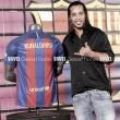 Ronaldinho confirma presença em amistoso entre lendas de Barcelona e Real Madrid