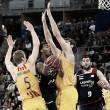 Baskonia gobierna al Barça en el caos para forzar el cuarto partido