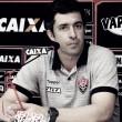 """João Burse lamenta revés do Vitória contra Grêmio, mas isenta elenco: """"Estão se dedicando"""""""