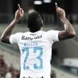 Bolaños decide e Grêmio vence Atlético-PR em plena Arena da Baixada