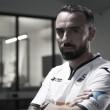 Caminho à idolatria: meia Leon Britton renova com Swansea e completará 16 anos no clube