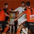 Burela se aprovecha de un despistado Santiago en el derbi gallego