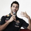 """Daniel Ricciardo: """"Con un motor Mercedes habríamos ganado carreras"""""""