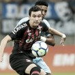 Grêmio e Atlético-PR fazem jogo eletrizante, mas ficam no empate sem gols