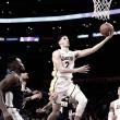 Lonzo Ball faz triplo-duplo, Lakers vencem Nuggets e encerram sequência negativa