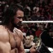 Drew McIntyrese corona campeón