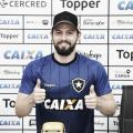 """João Paulo renova até 2022: """"Quero fazer história no Botafogo"""""""