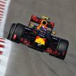 Verstappen manda y los Mercedes se esconden