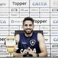 """Gabriel analisa bom momento do Botafogo e projeta clássico contra o Vasco: """"Será muito difícil"""""""
