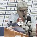 """Após derrota polêmica, Geninho critica VAR: """"Por que colocam televisão na beira do campo?"""""""