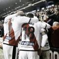Jugadores y afición celebrando un gol. Fotografía: La Liga