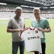 Fortuna Düsseldorf bring in Hennings on loan from Burnley
