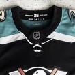 Anaheim presenta su jersey alternativo basado en los Mighty Ducks