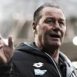 Huub Stevens deixa comando do Hoffenheim alegando problemas de saúde