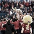 Jagoba Arrasate manteado por los jugadores en el encuentro frente a Las Palmas. Foto: LaLiga 1|2|3