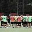 Cárdenas volta a treinar e vira opção no Vitória para reta final do Brasileiro