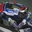 GP del Qatar: vince Lorenzo davanti alla Ducati di Dovizioso