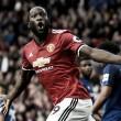 Grupo pede que Man United impeça fãs de cantarem música em referência ao pênis de Lukaku