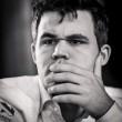 Carlsen, líder para el último día