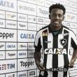 """Apresentado no Botafogo, Moisés dribla desconfiança: """"Vão me conhecer dentro de campo"""""""