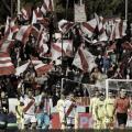Los aficionados apoyando en la salida de los jugadores | Fotografía: Rayo Vallecano S.A.D.