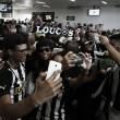 Recepcionado pela torcida, Botafogo desembarca no Espírito Santo para pré-temporada