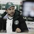 """Tcheco aponta erros em derrota do Coritiba para Atlético-GO: """"Muito nervosismo"""""""