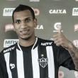Venezuelano Otero é apresentado no Atlético-MG e diz ser admirador de Ronaldinho e Robinho
