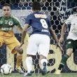 Com boas defesas e falha no gol sofrido, Prass sai frustrado após empate com o Cruzeiro