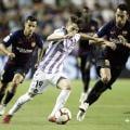 Toni conduce el balón // Real Valladolid
