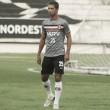 Ricardo Bueno volta de lesão e reforça Santa Cruz em jogo contra Figueirense