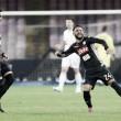 Com um gol em cada tempo, Napoli supera Milan e assegura liderança da Serie A