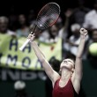 Simona Halep de menos a más en su estreno en el WTA Finals