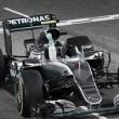 Rosberg vence y convence