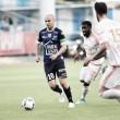 Experiente Nivet marca no fim e garante vitória do Troyes diante do Lorient