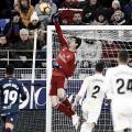Courtois se estira para realizar una de las paradas salvadoras ( Foto: Real Madrid C.F)