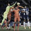Gayá y Diego Alves rescatan una victoria para el Valencia