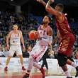 Legabasket- Che tonfo per Venezia! Zavackas regala la vittoria a Pesaro sul finale
