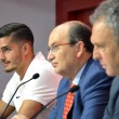 André Silva ya posa con los colores del Sevilla