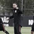 Com pouco tempo para treino, Loss busca retomar confiança do Corinthians por meio da conversa