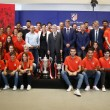 El Atlético homenajea al Féminas y Juvenil por sus títulos coperos