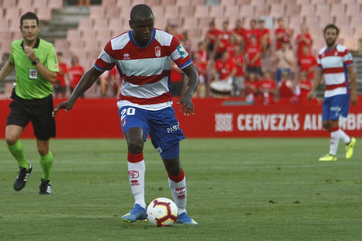 Un Adrián Ramos poco goleador, pero muy solidario