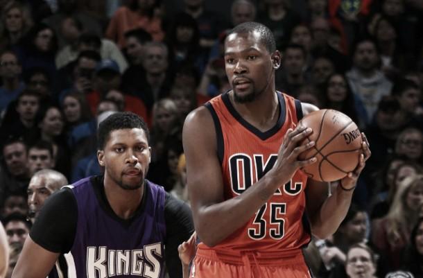 NBA, Westbrook e Durant rimontano Sacramento (98-95)