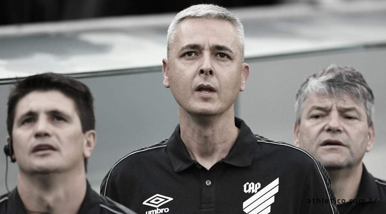 """Tiago Nunes confirma superioridade do Athletico sobre o Vasco: """"Não deixou dúvidas"""""""