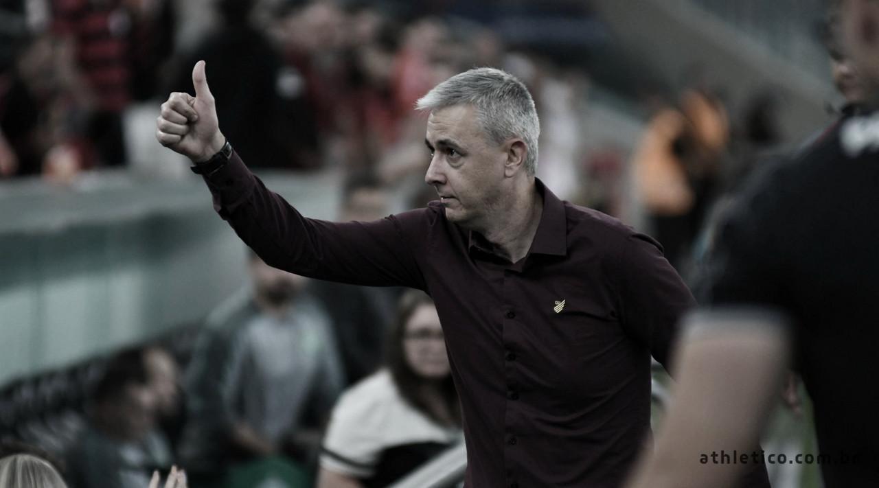 Tiago Nunes amarga empate e cita chances perdidas contra Chapecoense em casa