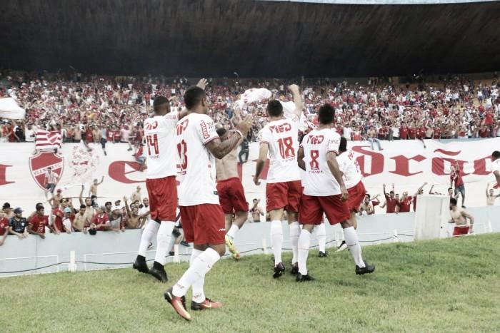 Quatro anos depois, Vila Nova leva a melhor sobre Goiás e passa arquirrival na tabela