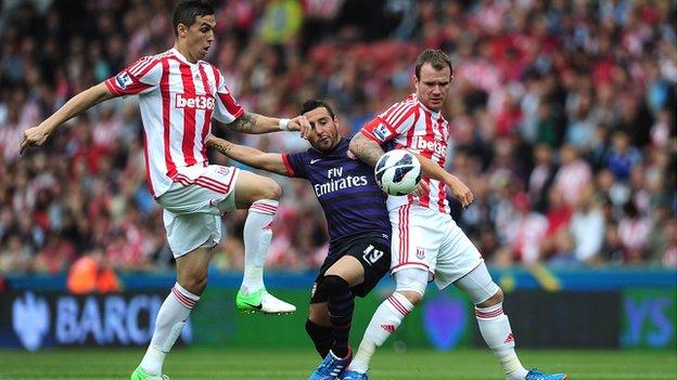 El Arsenal no puede con el orden defensivo del Stoke City